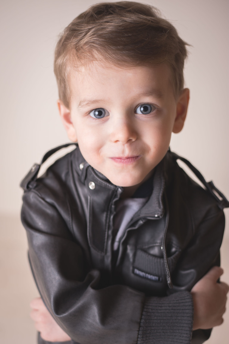 rochester ny child photographer captures smiling toddler