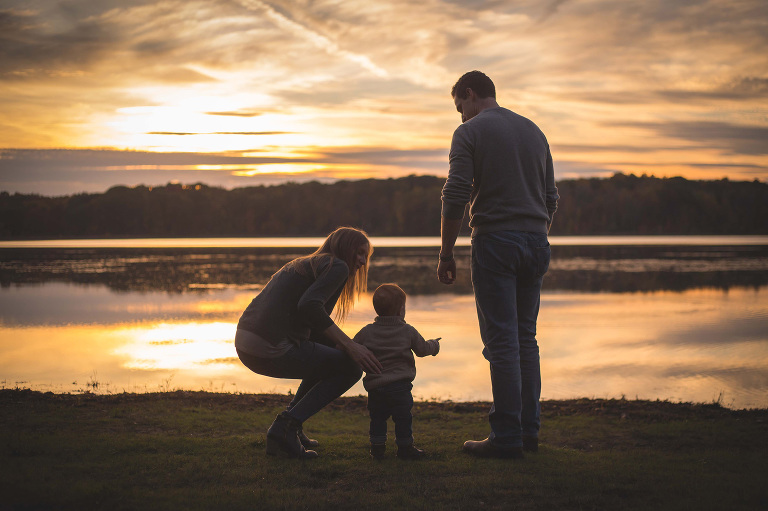 rochester ny family photographer captures silhouetted family at sunset