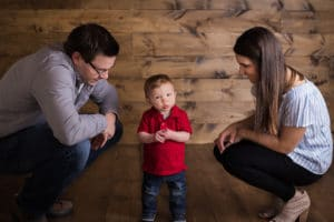 rochester photographer captures little boy in red shirt with parents